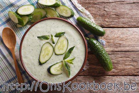 Komkommersoep maken