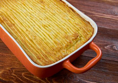 Lekker, makkelijk en goedkoop: hachis parmentier recept om een ovenschotel te maken met gehakt, prei, kaassaus en aardappelpuree