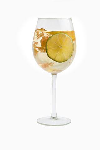 Sangria maken in een glas