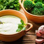 Knoflooksoep met broccoli