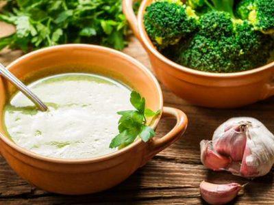 Broccoli knoflook soep