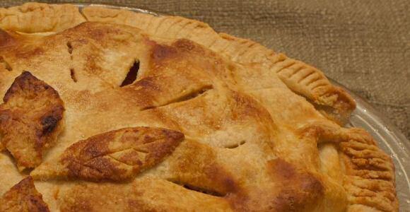 Makkelijke appeltaart bedekt met een laag kruimeldeeg