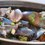 Recept voor gekookte mosselen, tips voor aankoop en klaarmaken